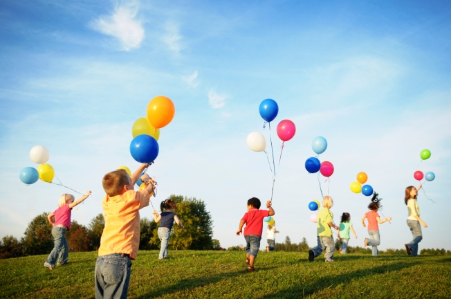 Children_Playing_with_Balloons_1